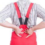 《カイゼン動画クイズ》もう嫌!「毎日前屈姿勢で検査。腰が痛い」