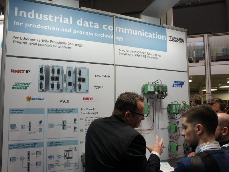 ハノーバー1日目フエニックスコンタクトブースDSC02649データコミュニケーション