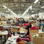 洗い加工で質感が大きく変わります。 ラオス縫製工場の日常