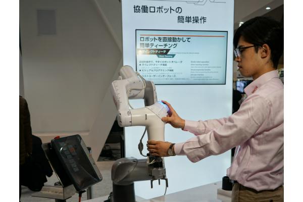 不二越の協働ロボット NACHI CZ10▲
