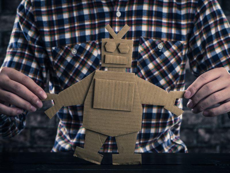 紙で作られたロボット