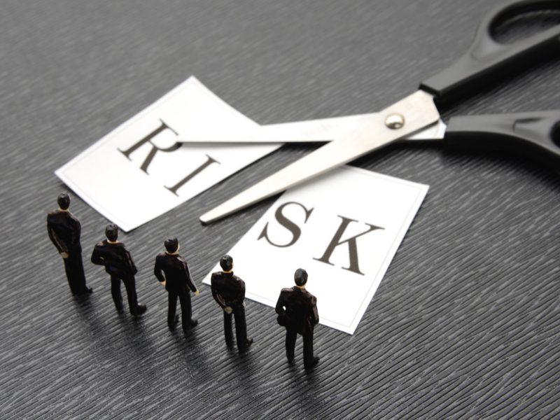 リスクヘッジを考えるビジネスチーム