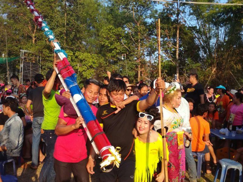ラオス正月ロケット02