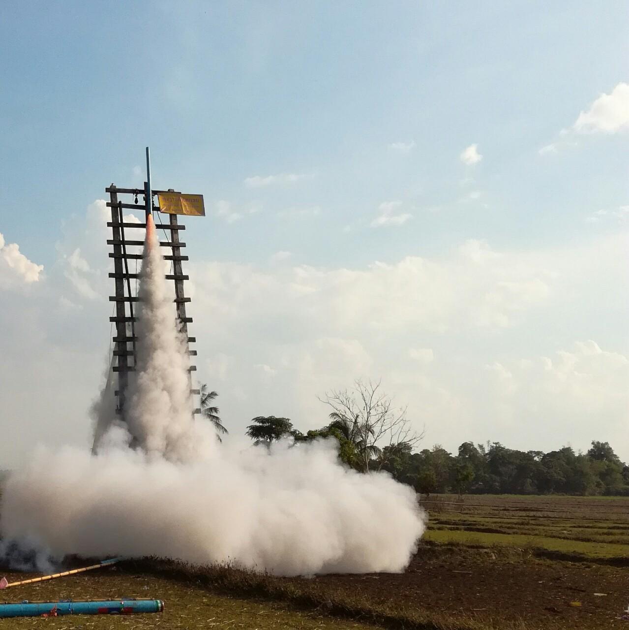ラオス正月ロケット05