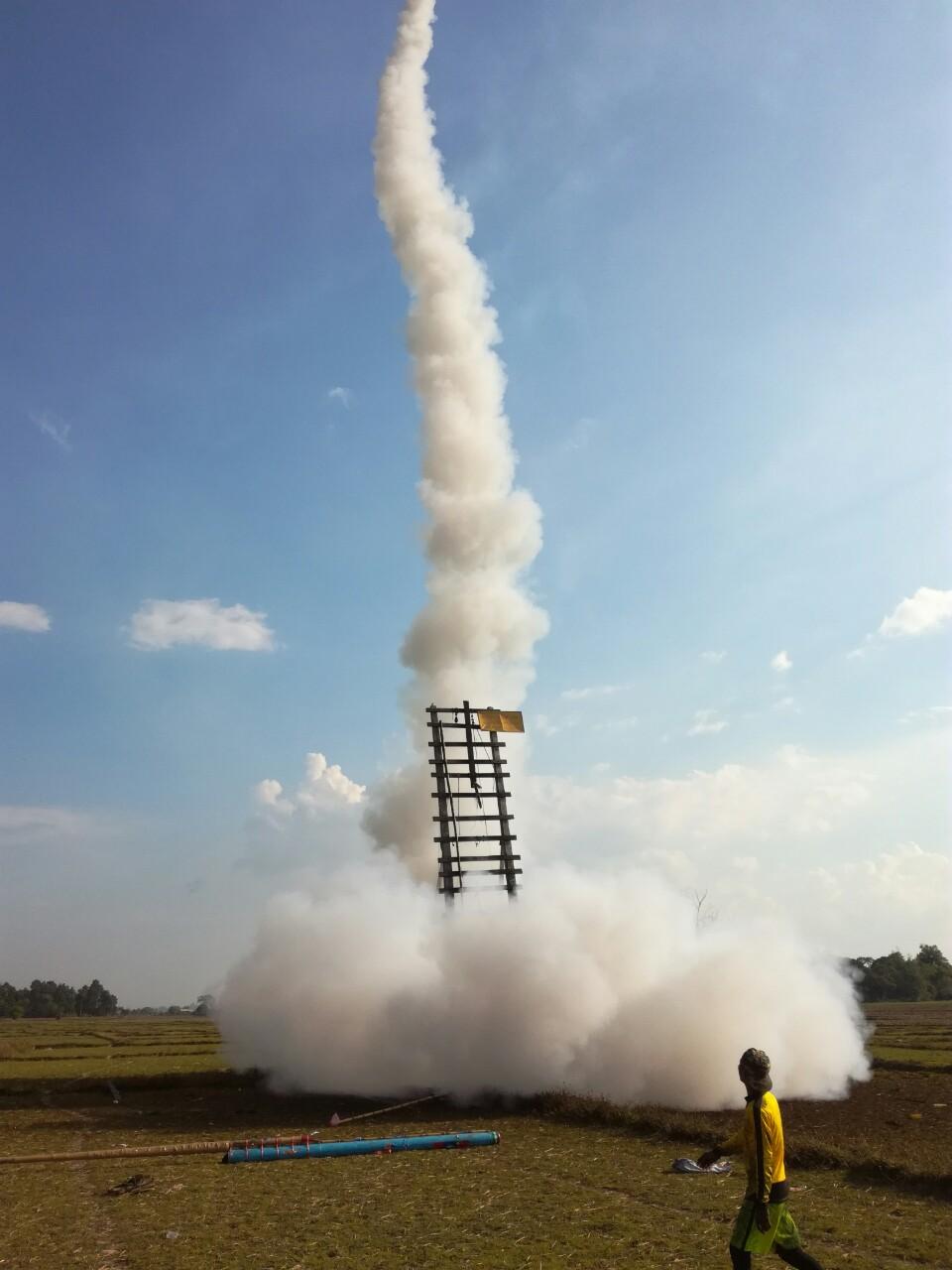 ラオス正月ロケット06