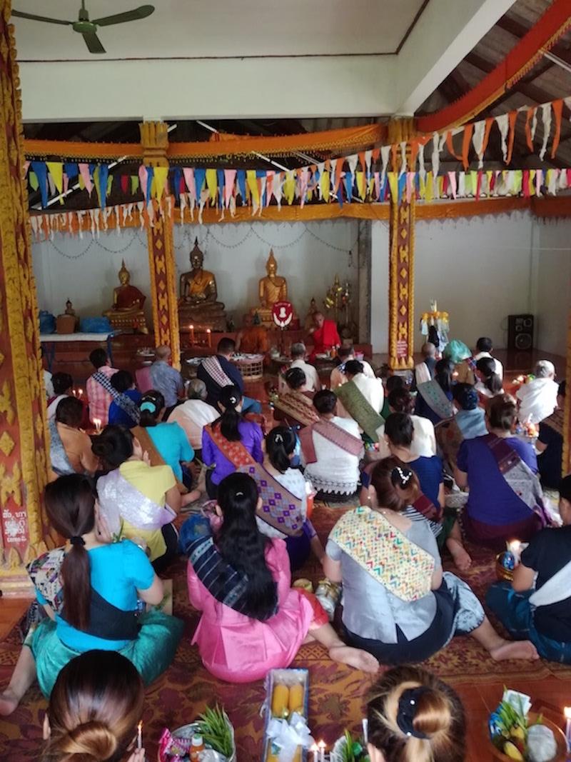 カオパンサーはお寺に行くので、縫製工場はお休みです。_03