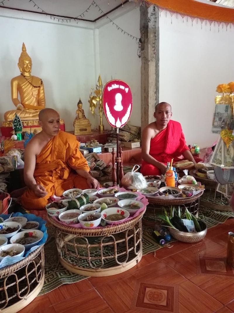 カオパンサーはお寺に行くので、縫製工場はお休みです。_04