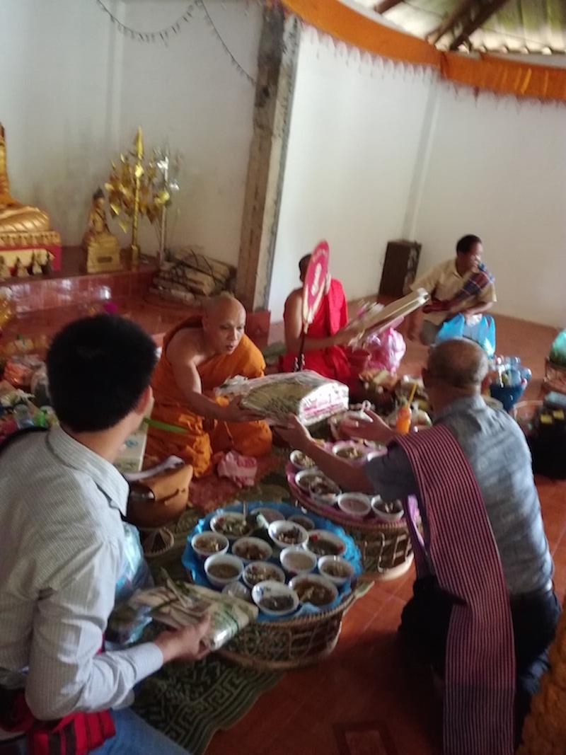 カオパンサーはお寺に行くので、縫製工場はお休みです。_06