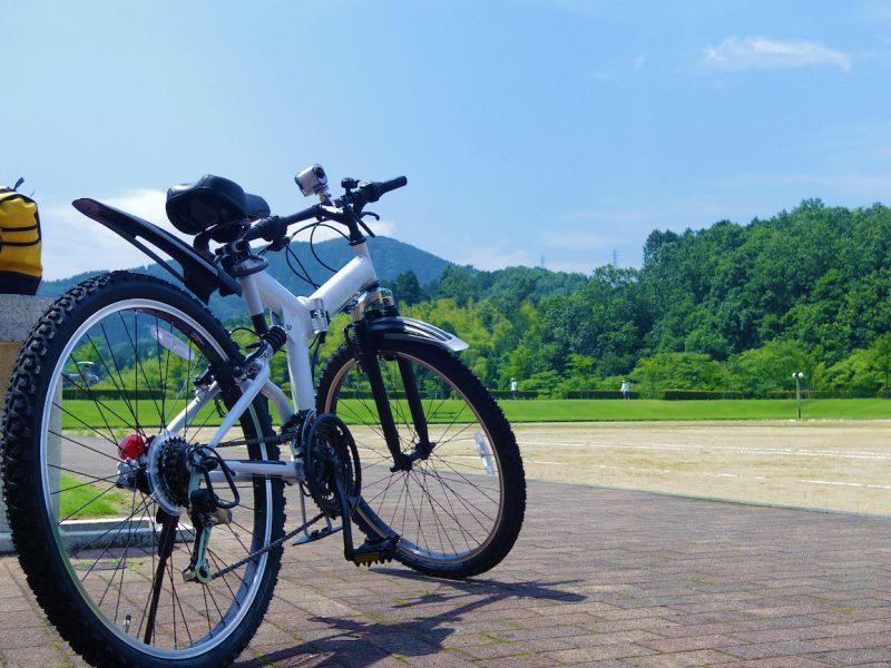 マウンテンバイクでサイクリングのイメージ
