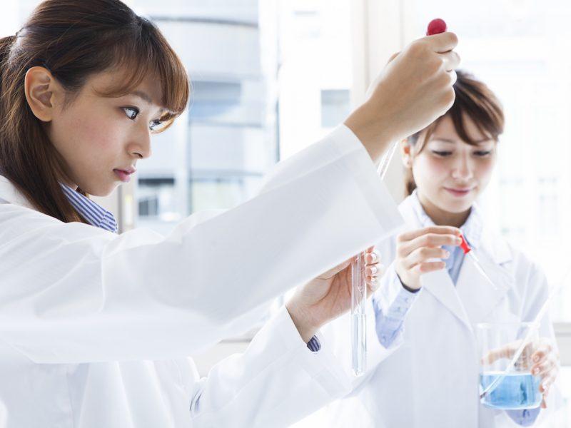 化学, 実験, 実験室, 研究, 研究室, 試験管, ラボ, 分析, 大学, スポイト, 日本人, アジア人, 韓国人, 中国人, バイオ, 医学, 新薬, 薬品, 研究所, 化学反応, 専門分野, 開発, 発見, 器具, 実験器具, 理科, 食品研究, 研究員, 技術者, 理系