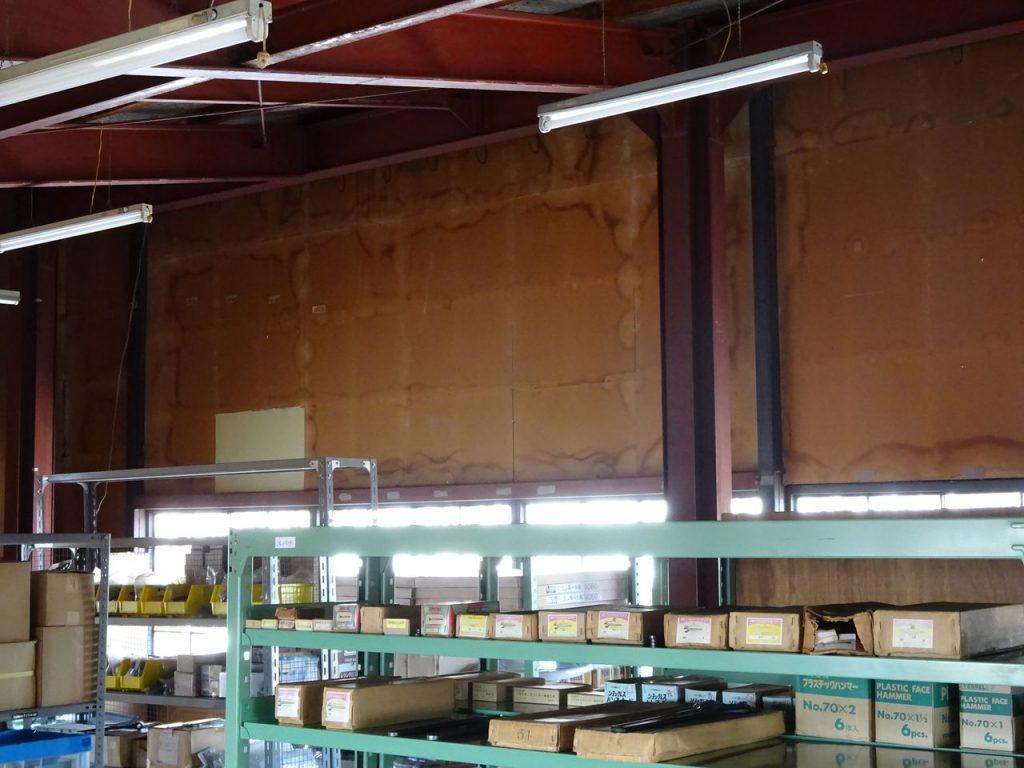 二階倉庫の壁塗装_01
