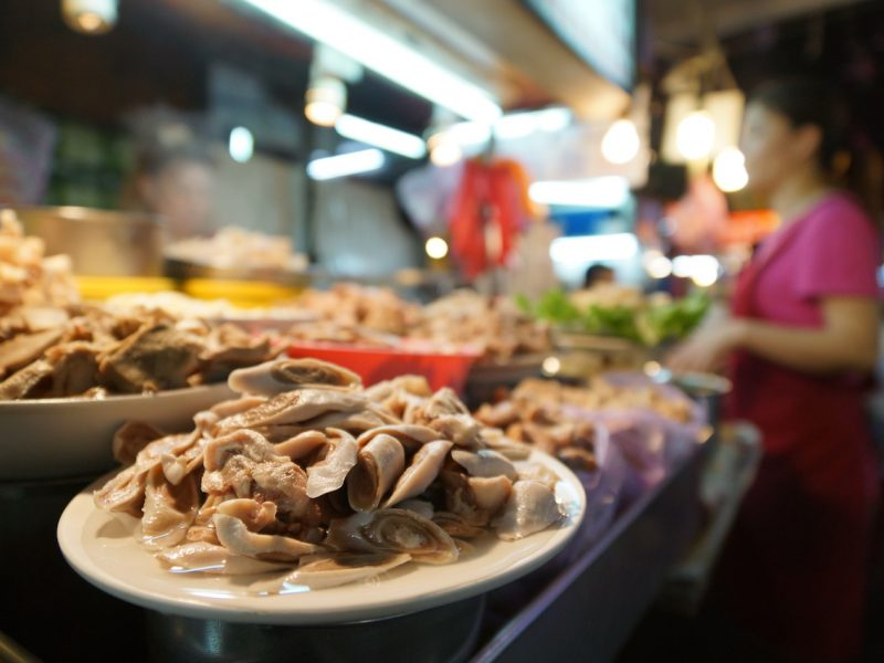 Straßenszene in Taiwan - Garküche mit Kundin
