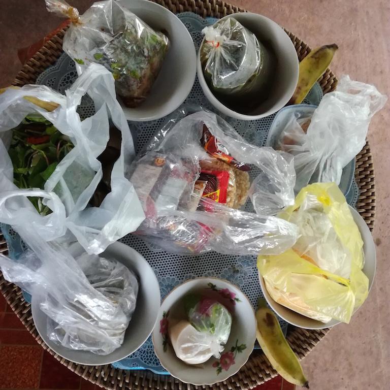 「クジ引きでご飯を選んでいただく祭りの日」で縫製工場はお休みでした。_01