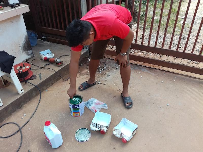 海外縫製工場は何でも修理します。門を塗り直しました。_03
