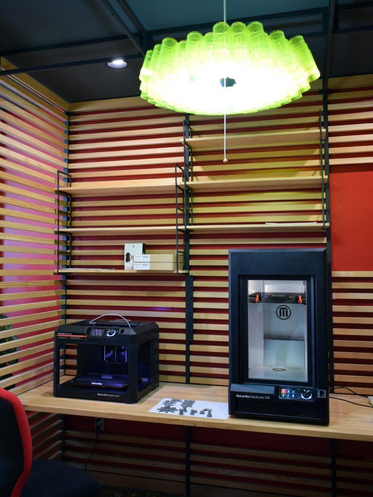 3Dプリンターを設置するRoom in Room