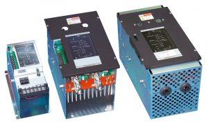 サイリスタ式三相電力調整器「PAC30Zシリーズ」(右が感電防止カバー付きタイプ)