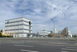 NKR全景 左の5階建てが新工場