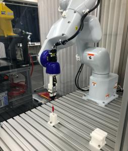 新規導入のエプソン製ロボットとCKD電動グリッパ