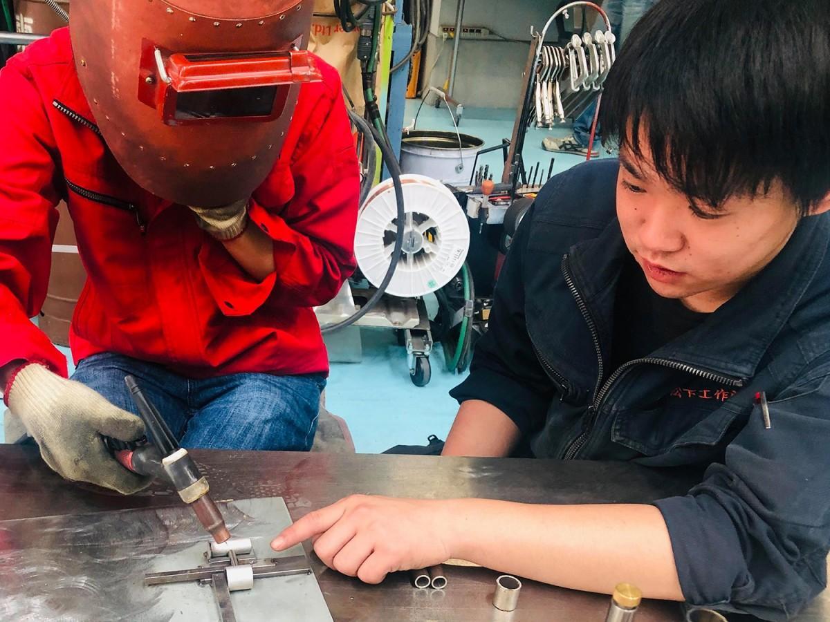 東大阪「MACHICOCO」がものづくり体験プログラム提供 工場で現役職人が指導