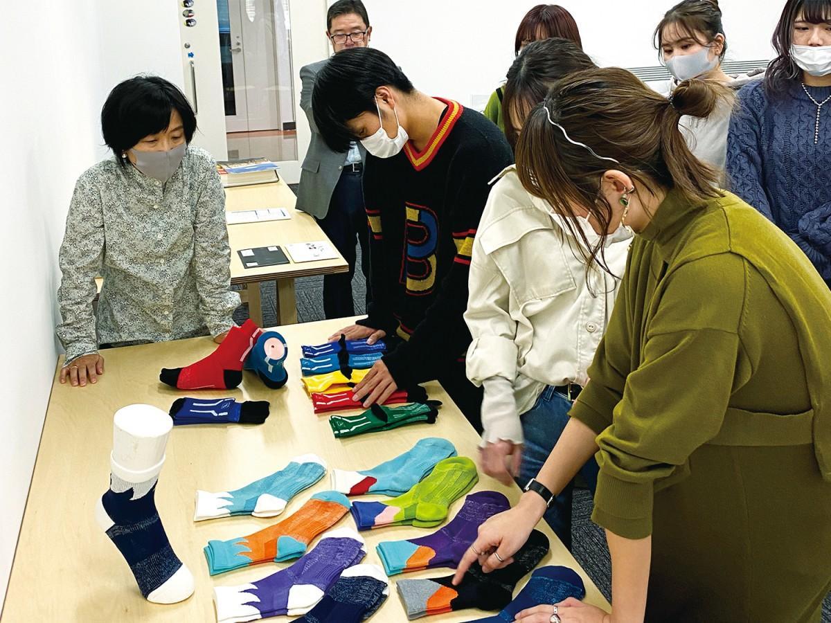 近畿大学と西垣靴下、ランニング用靴下を共同開発 新特許技術を使用